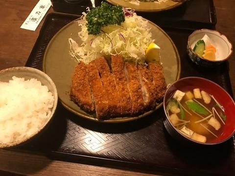 いけちゃん丸氏と濱乃家リブロースとんかつ定食青梅